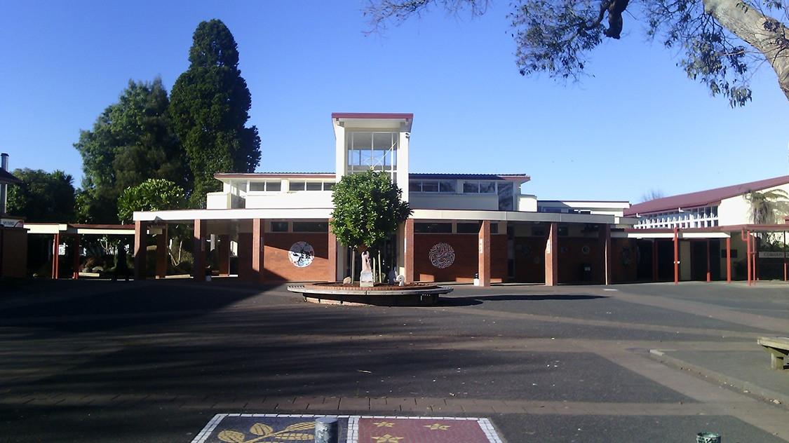 プケコヘ高校
